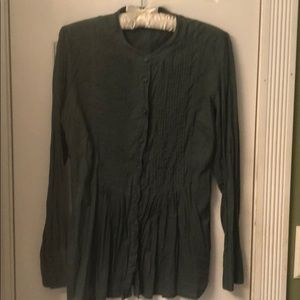 Top blouse with covered buttons green
